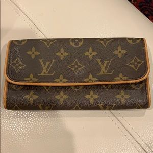 Authentic Louis Vuitton pochette twin MM